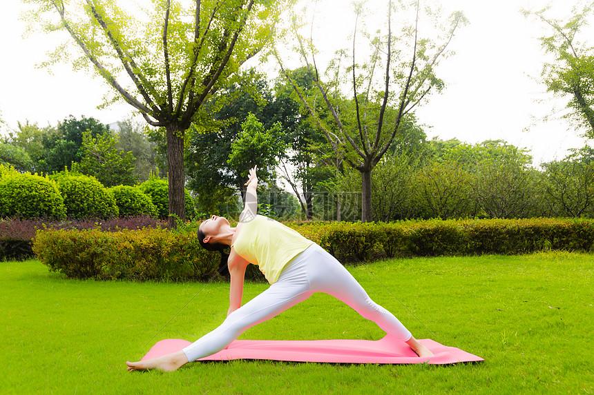 室外瑜伽女性健身摄影图片免费下载_生活方式图库大全图片