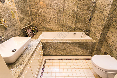 大理石墙面的卫生间图片