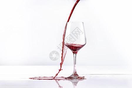 红葡萄酒洒出来图片