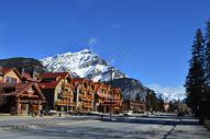 加拿大班夫小镇雪山乡村风景图片