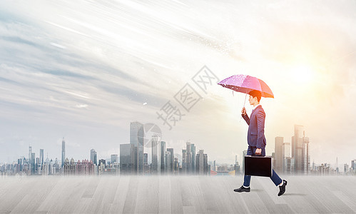 打伞的商务人士图片