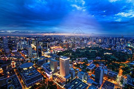 俯瞰城市中傍晚夜景图片