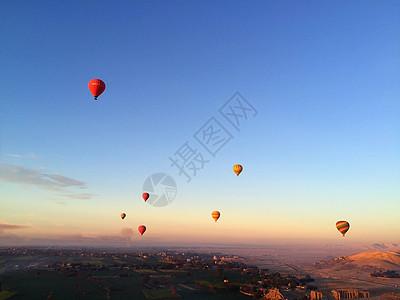埃及卢克索帝王谷热气球图片