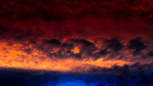 台风带来的晚霞图片