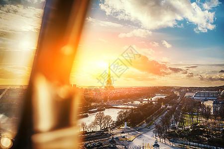 日落的埃菲尔铁塔全景图片