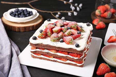 草莓水果裸蛋糕图片