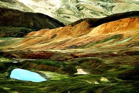 西藏阿里无人区湖泊图片