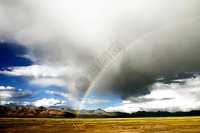 西藏阿里无人区的彩虹图片