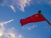 国庆主题蓝天白云下的五星红旗图片