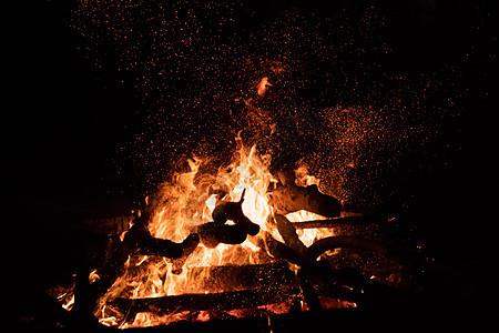 燃烧的篝火图片