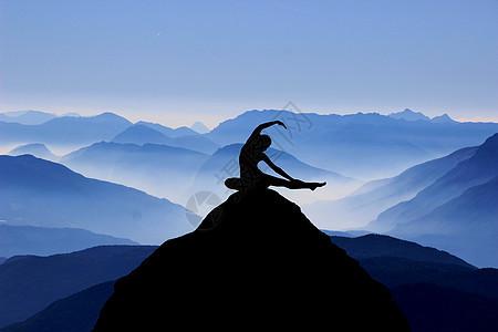 山中瑜伽图片