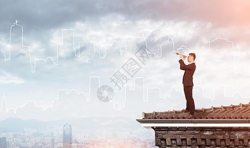 商人站在房顶上眺望图片