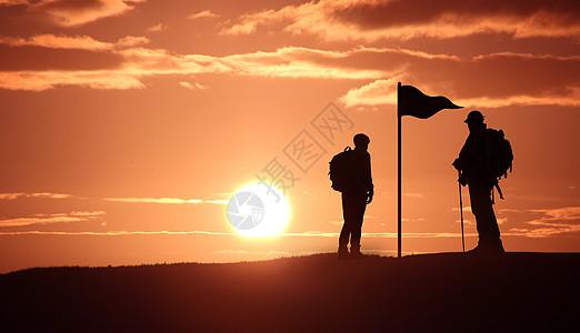 阳光下的徒步旅行者图片