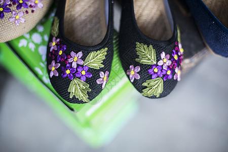 一双绣花鞋图片