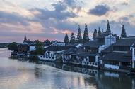 夕阳下的江南古镇小桥流水图片