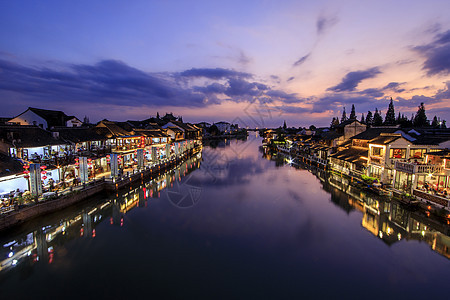 旅行江南古镇的夜景图片