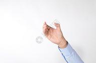 手握着奖杯动作手势底图图片