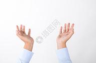 商务男士双手托举动作手势图片
