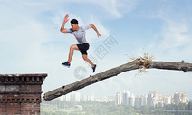 奔跑断桥图片