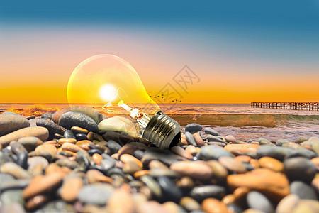 海边石头堆上发光的灯泡图片
