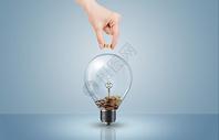 向灯泡里投掷硬币图片
