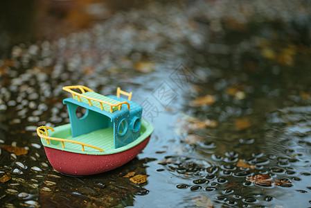 雨水与小船图片