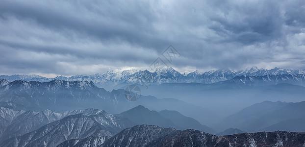 四川牛背山远景图片