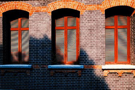 武汉四中钟楼的窗户图片