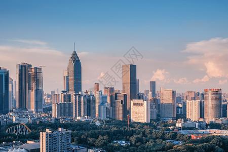 武汉黄昏高楼街景图片