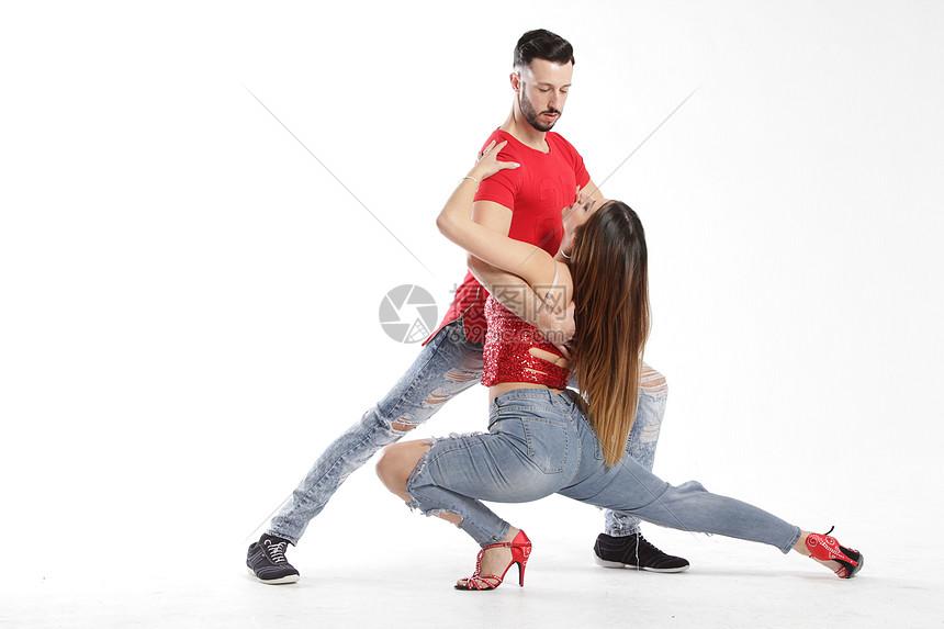 双人舞舞者图片
