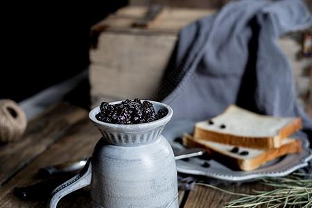 面包蓝莓美食图片