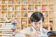 爱学习的小男孩图片