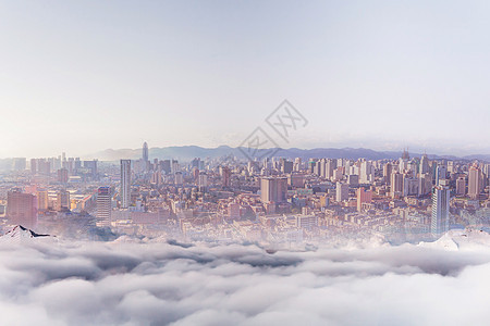 云雾中的城市图片