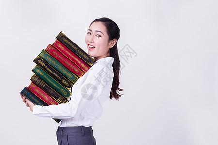 办公室职员抱着书籍形象图片