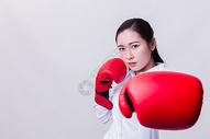职业女性击拳形象棚拍图片