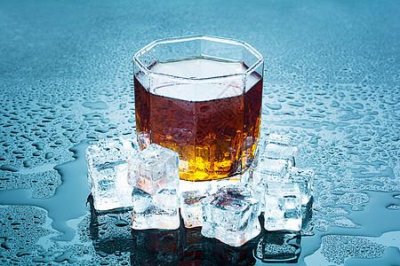 冰块威士忌图片