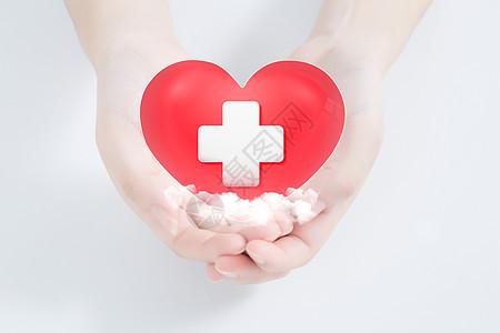 手捧红心人类和心脏病的概念图片