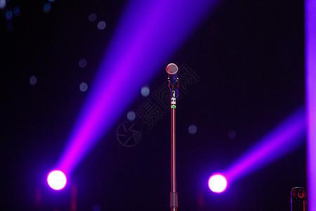 舞台上的话筒图片