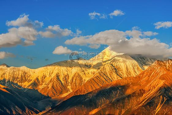 贡嘎雪山金色阳光美景图片