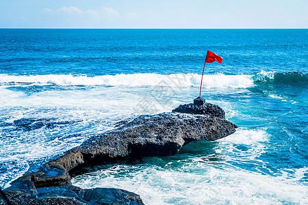 海上旗帜图片