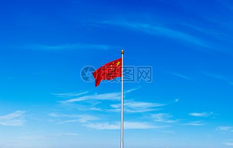 飘舞在蓝天中的五星红旗图片