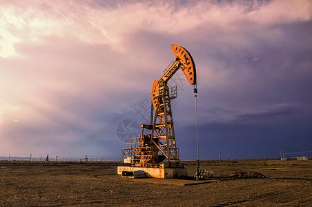 新疆克拉玛依油田抽油机磕头机图片