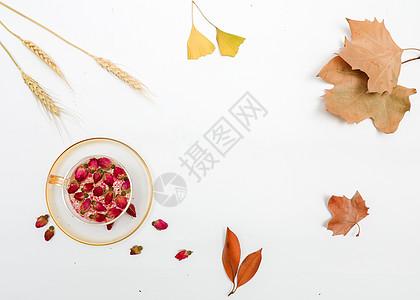 女性秋季养生玫瑰花茶图片