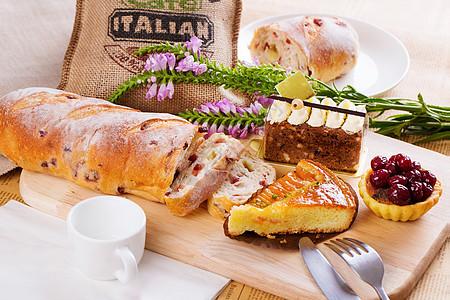 西点面包蛋糕的组合图片