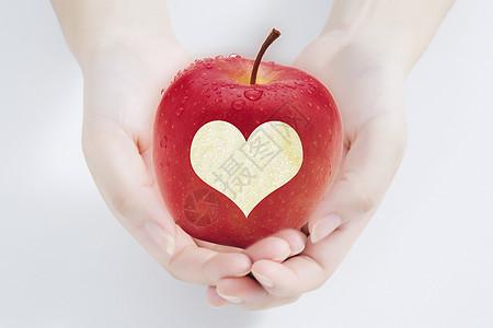 手托爱心苹果图片
