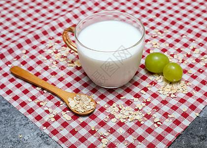 牛奶麦片营养早餐图片