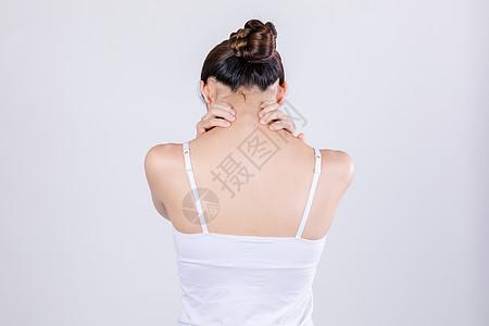 居家女人表现脖子疼背影图片