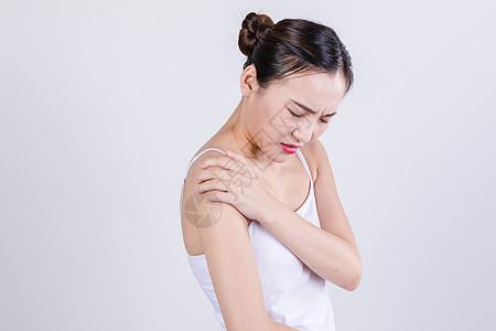 居家女人表现关节痛情绪图片