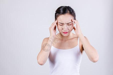居家女人表现头痛情绪图片