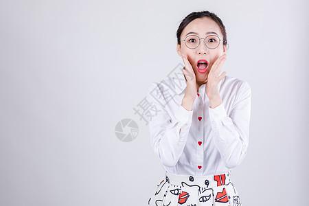 商务女士表现惊讶情绪图片